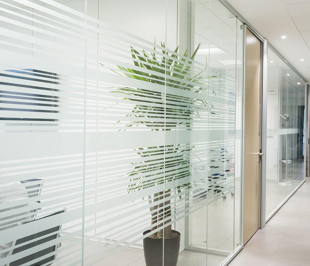 Glastrennwand für Büros aus der Glaserei Feldkirchen bei München