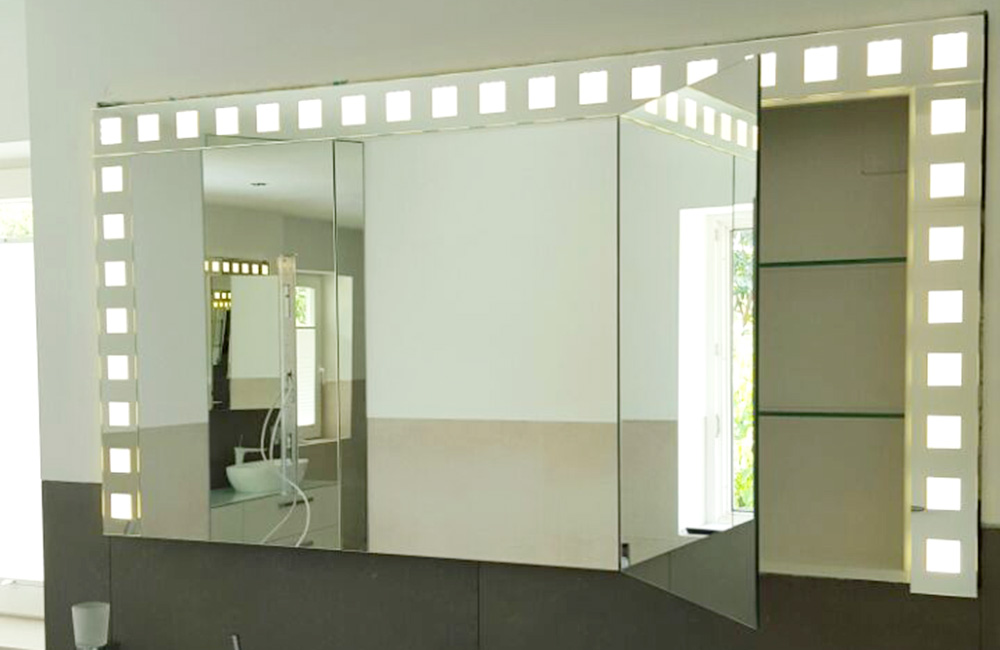 Beleuchteter Wandspiegel